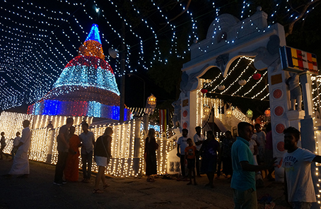 lights at night temple