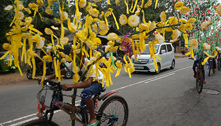 vesak yellow bikeriders